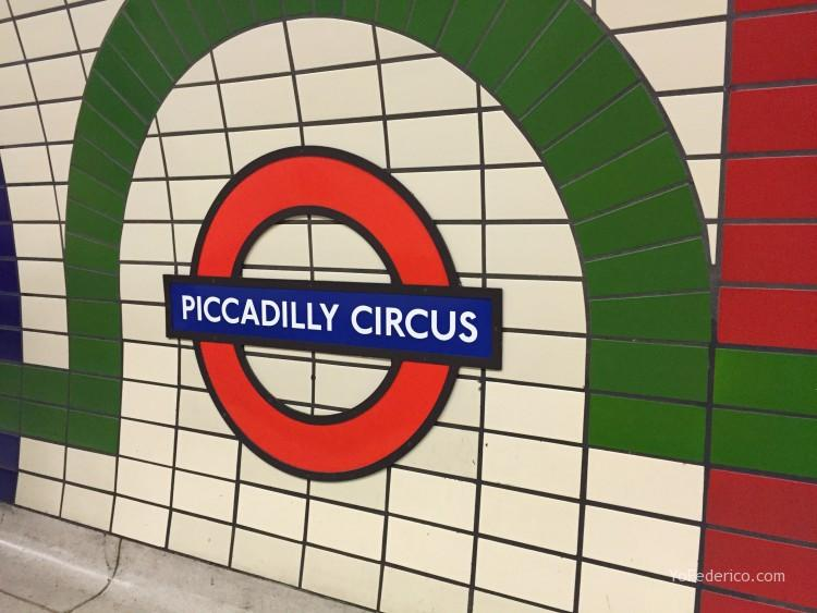 Metro de Londres, Piccadilly Circus
